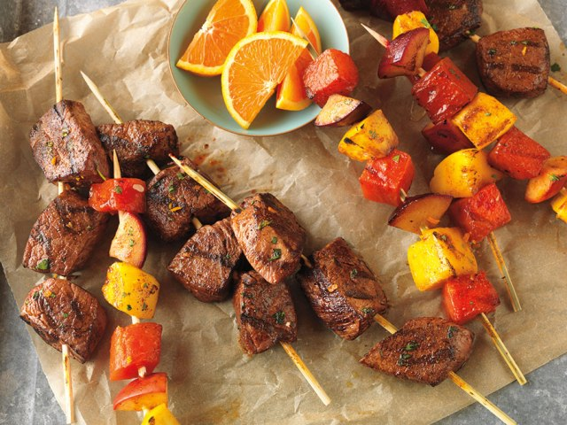 citrus-marinated-beef-and-fruit-kabobs