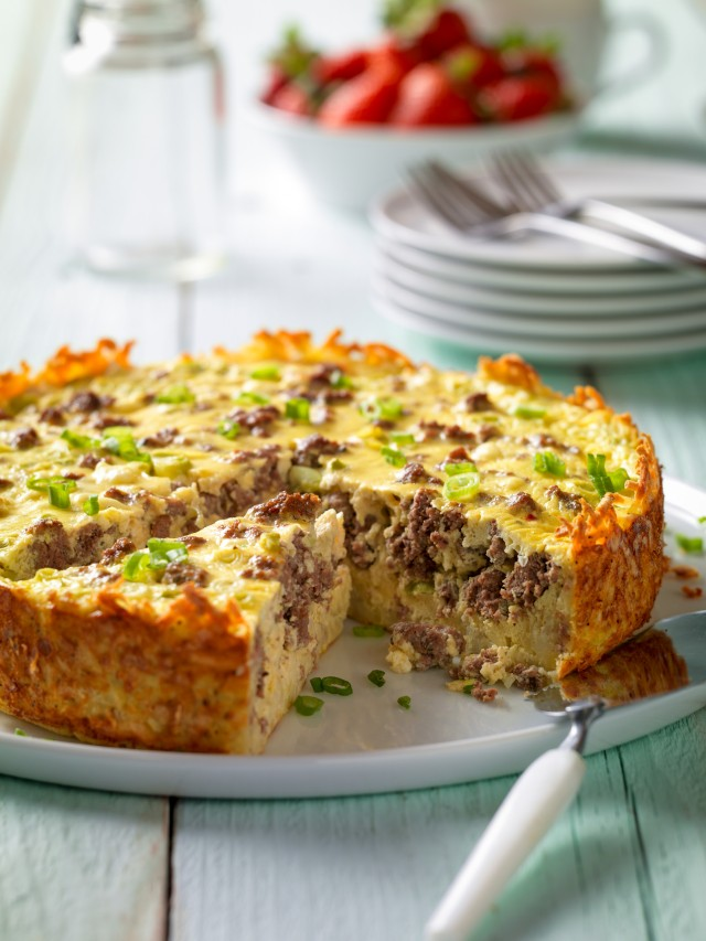 beef-breakfast-sausage-goat-cheese-egg-bake-with-hash-brown-crust-vertical.jpg